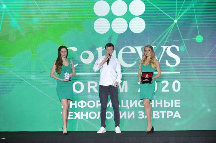Награду от лица Mail.ru принял менеджер проекта dictor.mail.ru Георгий Шершнев