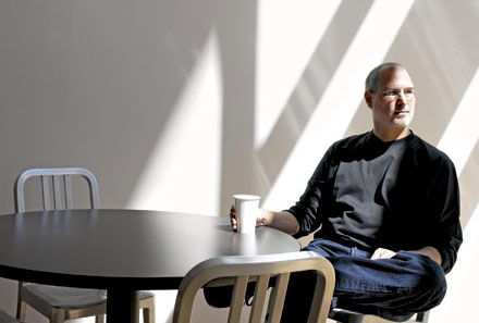 Стив Джобс не признает обвинений в незаконных махинациях с опционами