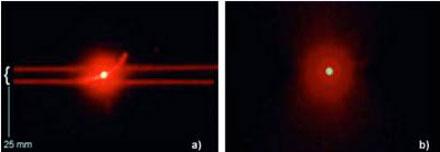 Пиратский диск (слева) можно опознать направив на его поверхность луч лазерной указки