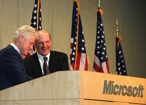 Стиву Баллмеру не впервой обращаться к госвласти (с бывшим президентом Клинтоном, 2007 г.)