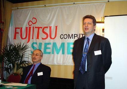 Чуть более года назад Виталий Фридлянд (справа) перешел из Fujitsu в компанию ЕМС, откуда теперь вернулся на предыдущее место работы