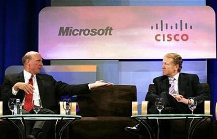 Джон Чемберс (справа) собирается нанести очередной удар по позициям Microsoft Office