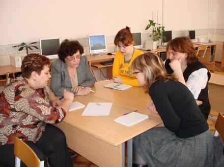 60 тысячам российских учителей предстоит за 1,5 месяца пройти обучение внедрению и использованию СПО, а также сдать тест и получить свидетельство