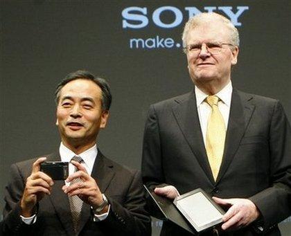 Хироси Иосиока (слева) считает 3D перспективным направлением