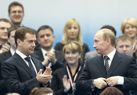 Распоряжение Владимира Путина позволит ВЭБу вкладывать деньги в информационные технологии, которые Дмитрий Медведев считает стратегическими