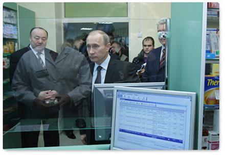Владимир Путин: Карта должна быть универсальной и открывать доступ ко всему набору государственных электронных сервисов, приниматься во всех ведомствах и на всей территории страны