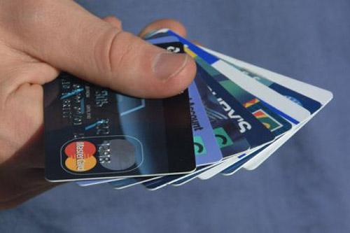 Доля сторонников электронных платежей в Рунете готова сравняться с числом приверженцев оплаты наличными