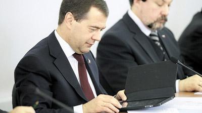 Дмитрию Медведеву нравится читать электронные книги на iPad