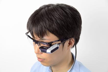 Дисплей, проектирующий видео прямо на сетчатку глаза.