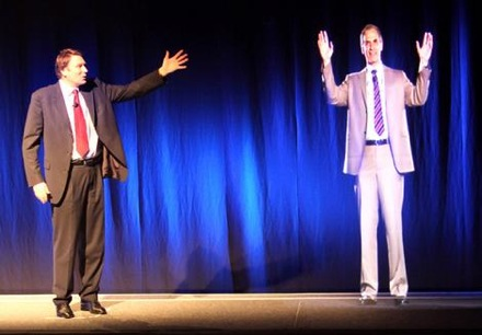На презентации  Telstra справа находится объемная проекция человека; корпоративному сегменту дать эту технологию обещают в ближайшие годы