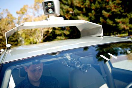 Во всех случаях разработанную Google систему управления автомобилем контролировал человек