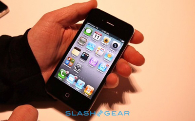 Смартфон iPhone 4 снова попал под шквал критики=
