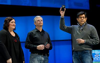Intel показала на публике неизвестный смартфон=