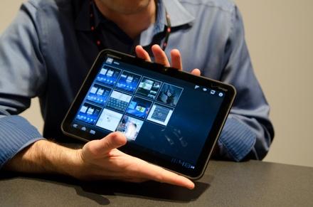 Планшет Motorola Xoom продается хуже iPad из-за высокой стоимости