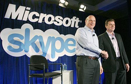 Microsoft договорился о покупке Skype. На фото главы компаний Стив Баллмер и Тони Бейтс