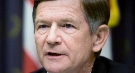 Общественное давление заставило борца за копирайт Ламара Смита отказаться от закона SOPA в его крайней форме