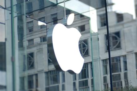На стороне Apple оказалось множество компаний, включая ее конкурентов