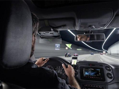 NavGate HUD от Pioneer выводит информацию на лобовое стекло перед водителем