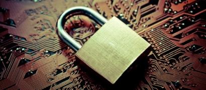 В защищенных телефонах для спецслужб и госчиновников найдена «закладка» для массовой прослушки