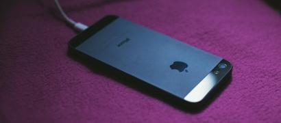 iPhone можно превратить в «кирпич» простым переводом часов