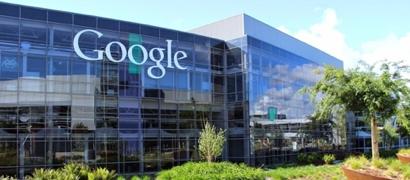 Автомобили Google закидали «коктейлями Молотова»