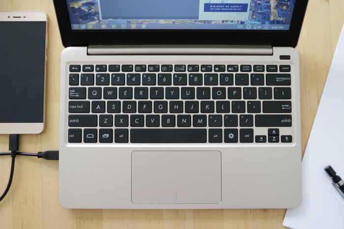 Ноутбук-оболочку Superbook для телефона выпустят в следующем году