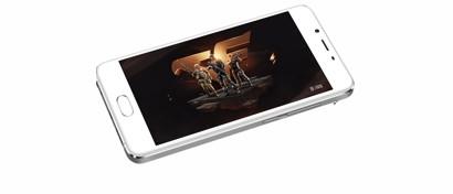 В России начались продажи дешевого «стеклянного» смартфона Meizu U10. Фото