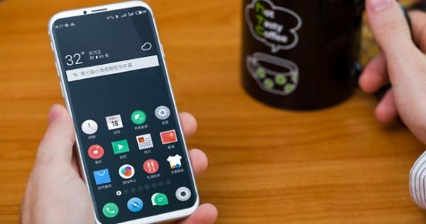 Названы лучшие мобильные телефоны сзащитой отпыли ивлаги