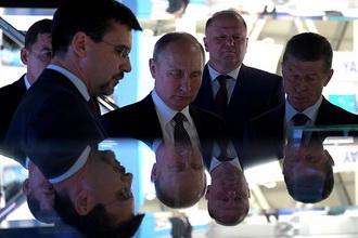 Владимиру Путину показали отечественную мобильную ОС «Аврора». Видео