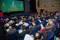 13. Участники форума собираются в конференц-зале
