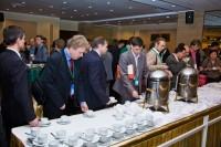 32. Участники Форума во время кофе-брейка в фойе