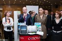В рамках CNews Forum проходил розыгрыш призов -  сертификаты на услуги от компании Мегаплан, два планшетных компьюетра iPad и коммуникатор HTC Desire
