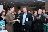 Вручение приза победителю PR-менеджером компании Мегаплан Жандой Бусловой