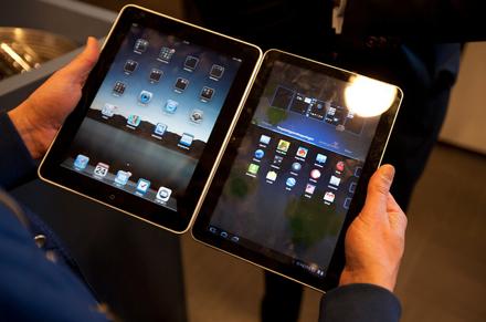 Внешнее сходство Samsung Galaxy Tab (справа) c iPad поразительно