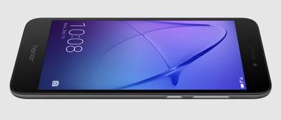 В России начали продавать дешевый цельнометаллический смартфон Huawei. Фото