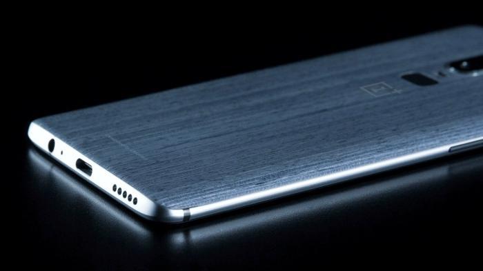 Смартфон OnePlus 6 впервый раз показался нафото «лицом»