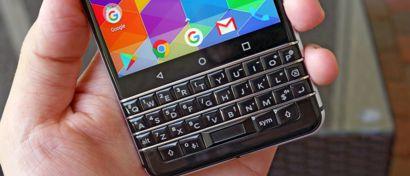 BlackBerry возобновляет выпуск кнопочных смартфонов. Фото