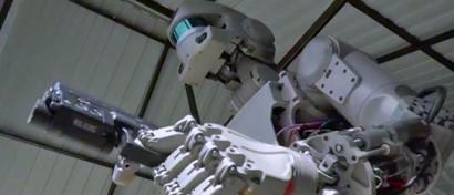 Западные СМИ испугались российского космического робота, похожего на Терминатора. Видео