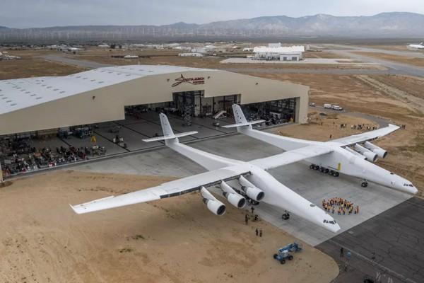 Один из основоположников Microsoft представил наибольший самолет вмире