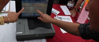 Из-за хакеров США меняют электронные избирательные машины на бумажные бюллетени