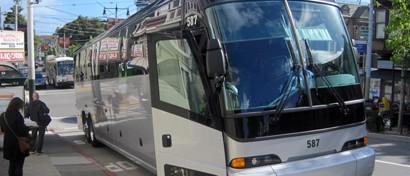 Пять автобусов с сотрудниками Apple попали под обстрел
