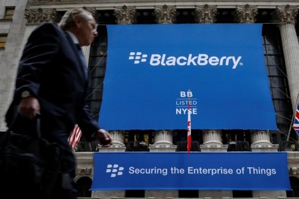 Частью стратегии выживания Black Berry является получение по суду выплат за нарушенные патенты