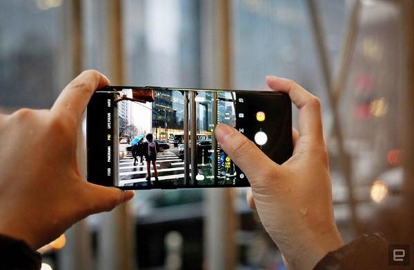 На экранах смартфонов Samsung Galaxy S9 появляются мертвые зоны