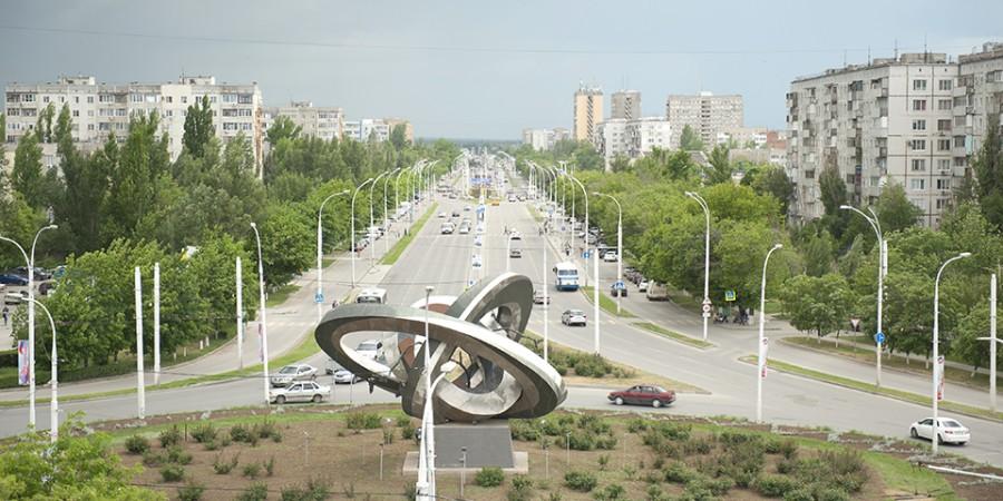 skulpturnayakompozitsiyamirnyjatom900x450.jpg