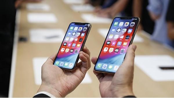 iphones600.jpg