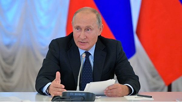 Путин поручил опробовать в России цифровую обучающую платформу
