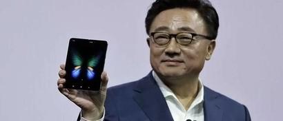 Samsung выпустила первый серийный гибкий смартфон. Он будет продаваться в России