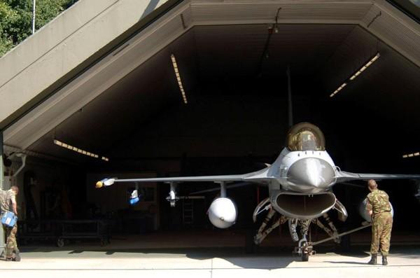 hangar600.jpg
