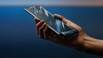 На экране смартфона Razr 2019 возникает залом. Motorola называет это нормой