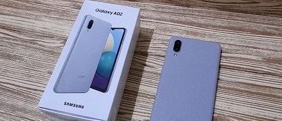 В России появился супердешевый смартфон Samsung с огромной батареей. Видео